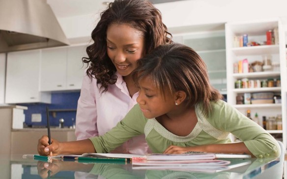 _Mother_and_daughter_with_homework_page-bg_16154.jpg